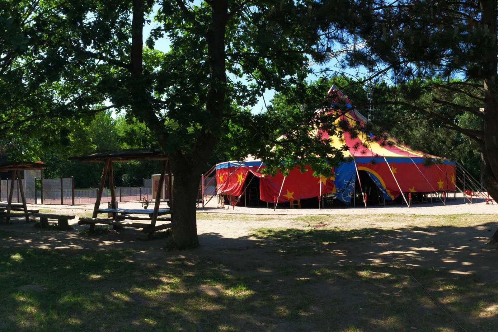 Zirkuszelt auf dem Gelände Rostocker Freizeitzentrum e.V.