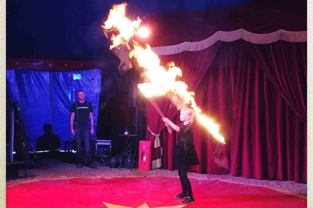 Zirkusprojekt in der Grundschule Feuertrick