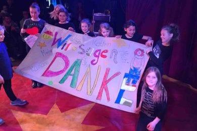 Kinder machen Kunst für den Zirkus