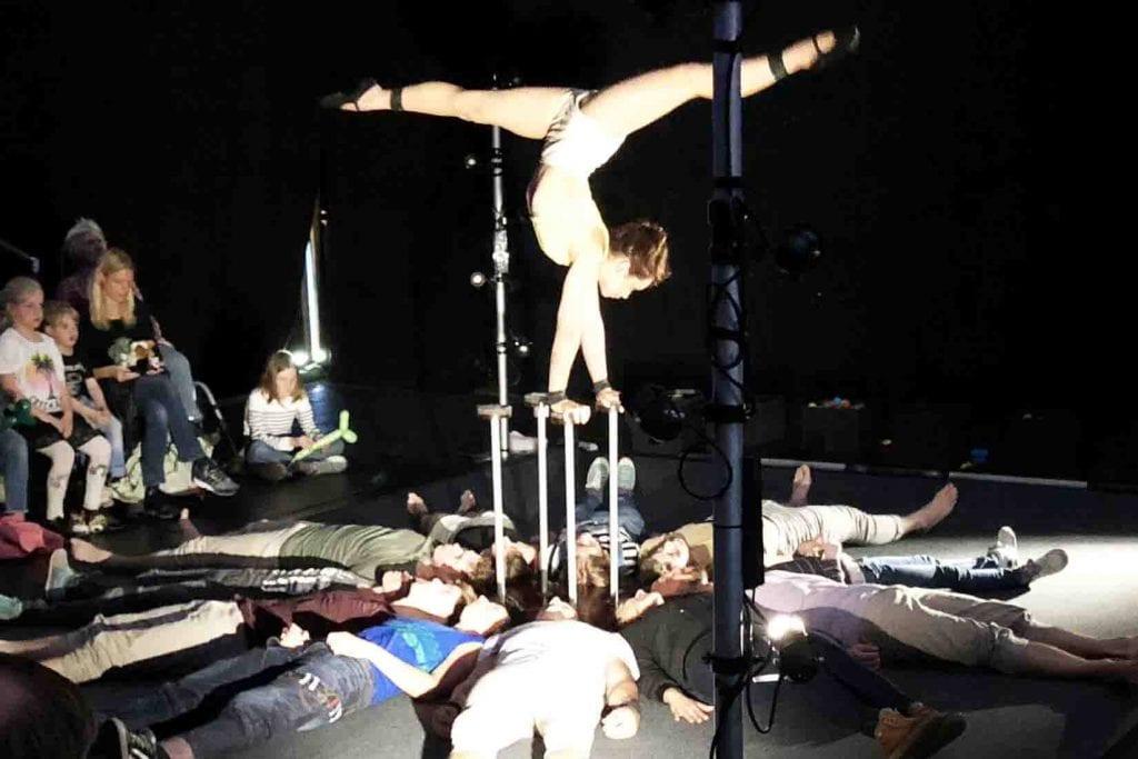 Aquilibristik im Publikum