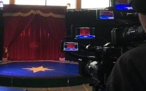 Boris filmt mit professionellem Equipment die Vorstellungen von Circus Soluna